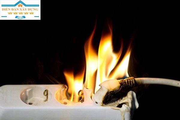 Hướng dẫn các cách xử lý khi bị chập điện trong nhà